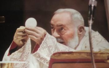 Una Santa Messa celebrata da padre Pio