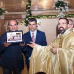 """Targa ricordo al coro polifonico """"Padre Pio da Pietrelcina"""" diretto dal M° Orazio Fioretti per il trentennale della sua fondazione"""