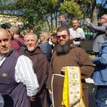 Il parroco, fr. Giuseppe D'Onofrio, e fr. Daniele Moffa attendo l'arrivo del treno storico