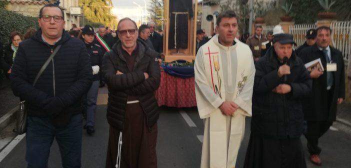 Puglianello: una folla di devoti per l'arrivo della Sacra Reliquia del Saio di San Pio